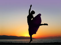 Danse au coucher du soleil Image stock
