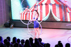 Danse avec des anneaux image libre de droits