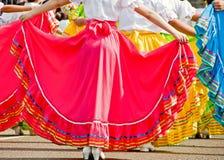 Danse avec des couleurs lumineuses Photo libre de droits