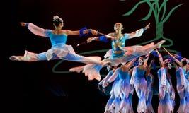 Danse chinoise de groupe   Images libres de droits