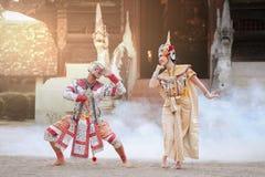 Danse classique thaïlandaise de masque du drame de Ramayana images libres de droits