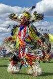 Danse d'homme de natif américain à l'assemblée Image stock