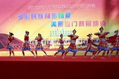 Danse d'Uighur - femmes de shes (elle nationalité) Photo libre de droits