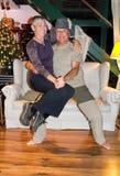 Danse d'une cinquantaine d'années heureuse de couples Photos stock