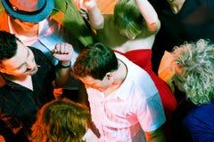 Danse dans la disco Photographie stock