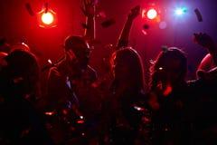 Danse dans les confettis Images stock