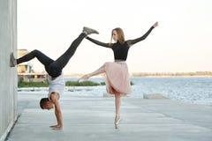 Danse de couples une date photos libres de droits