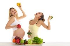 Danse de deux femmes avec des fruits et légumes Photo stock