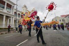 danse de dragon de 200m sur la rue Image stock