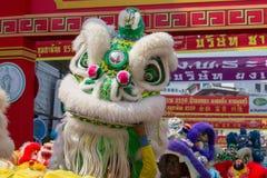 Danse de dragon pendant année chinoise de célébration la nouvelle à Bangkok thailand Images stock
