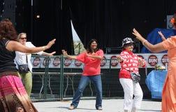 Danse de femme enceinte Photographie stock libre de droits