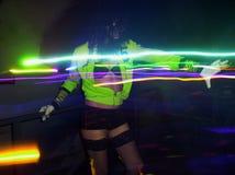 Danse de fille dans le club Photographie stock libre de droits