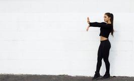 Danse de fille de danseur sur le fond blanc Photos stock