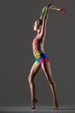 Danse de fille de gymnaste avec le macis Photo libre de droits