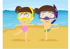 Danse de fille et de garçon sur la plage Image libre de droits