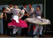 Danse de folklore dans Algarve photos libres de droits