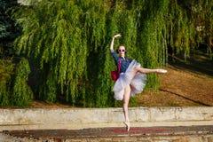 Danse de hippie de ballerine sur la rue Image libre de droits