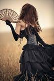 Danse de jeune femme à l'extérieur Image libre de droits