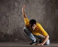 Danse de jeune homme   Photographie stock