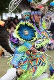 Danse de l'adolescence de natif américain Photo stock