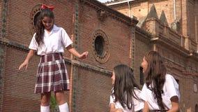 Danse de l'adolescence de fille d'école catholique Photo libre de droits