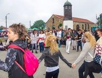 Danse de la jeunesse sur les jeux de Nestenar dans le village de Bulgari, Bulgarie Image libre de droits