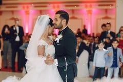 Danse de mariage photo libre de droits