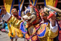 Danse de moine bouddhiste au festival de Paro Bhutan images libres de droits