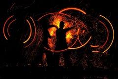 Danse de nuit avec l'incendie Photo libre de droits