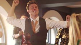 Danse de papa au mariage banque de vidéos