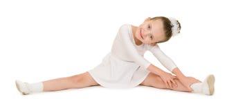 Danse de petite fille dans la robe de boule blanche photographie stock libre de droits