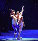 Danse de Rivière-groupe de jaune d'off-The de prise d'aide photo libre de droits