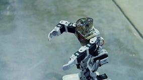 Danse de robot de humano?de banque de vidéos