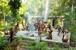 Danse de tribu maya dans la jungle Image libre de droits