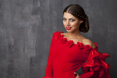 Danse espagnole traditionnelle de danseur de flamenco de femme dans une robe rouge Photographie stock
