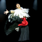 Danse ethnique chinoise de nationalité de Yi Images stock