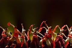 Danse folklorique chinoise de groupe Photos stock