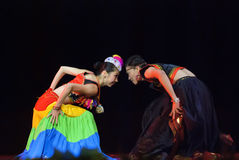 Danse folklorique chinoise : Goût de village de Yi Images libres de droits