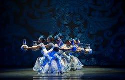 Danse folklorique : la porcelaine bleue et blanche Photographie stock libre de droits
