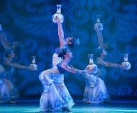 Danse folklorique : la porcelaine bleue et blanche Image stock