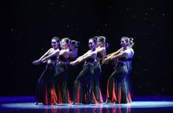 Danse folklorique nationale de danse-Le folklorique de fleur-Dai de fille Images libres de droits