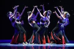 Danse folklorique nationale de danse-Le folklorique de fleur-Dai de fille Image stock