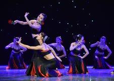 Danse folklorique nationale de danse-Le folklorique de fleur-Dai de fille Images stock