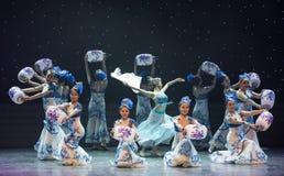 Danse folklorique porcelaine-chinoise Fée-bleue et blanche Photographie stock