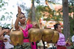 Danse folklorique thaïe traditionnelle (Pongrang) Photo stock