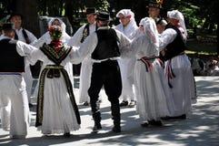 Danse folklorique traditionnelle de Slavonian Photo stock