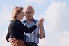 Danse heureuse de couples Photos stock