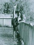 Danse latine de danseur en parc, monochrome Image stock