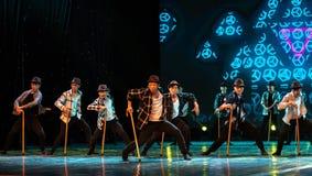 Danse moderne homme-chinoise danse-humoristique de béquille vieille Photo libre de droits