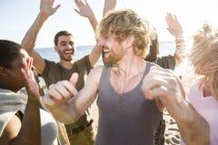Danse par le bord de la mer Images libres de droits